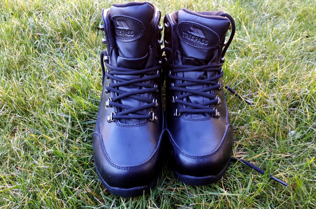 leather hiking boots trespass