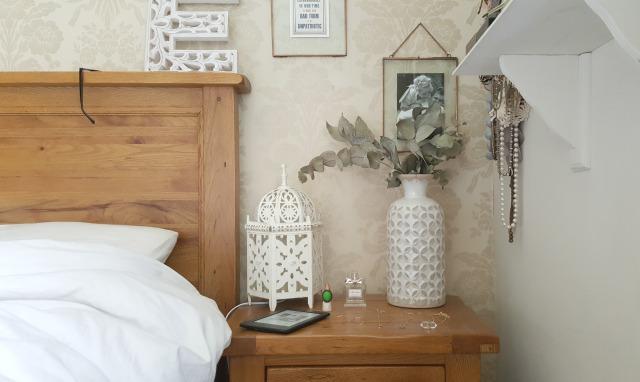 bedside wtith frames