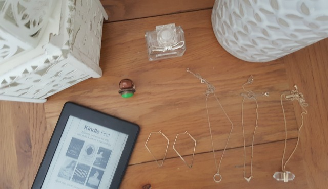 necklaces bedside